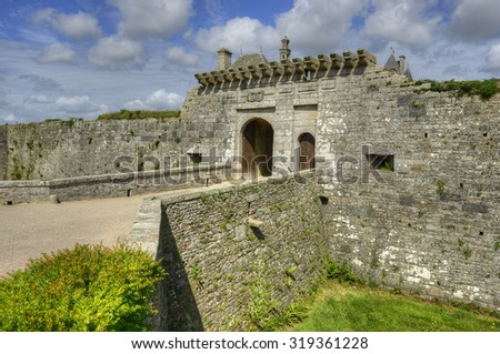 The entrance gate to the fortress. The Chateau de Kerjean was built in the late 16th century. Castle is characteristic of the second French Renaissance. Brittany, northwestern France