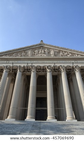 The entrance of the National Archives in Washington DC