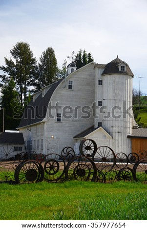 the famous wheel fence with artisan barn in palouse, washington
