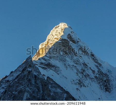 The first rays of the morning sun on the Ama Dablam (6814 m), view from the Chhukhung Ri - Everest region, Nepal