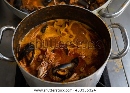 The fish soup is a fish soup made from shellfish, it is a typical dish of Tuscan cuisine.