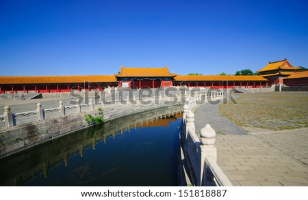 the Forbidden City was built in 1420,it remain intact through the Ming and Qing dynasty.Both in Ming and Qing dynasty,the emperors lived in Forbidden City and managered this country