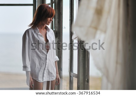 The girl in a white shirt costs in the destroyed house