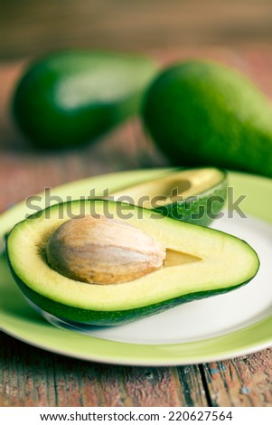 the halved avocados on old wooden table