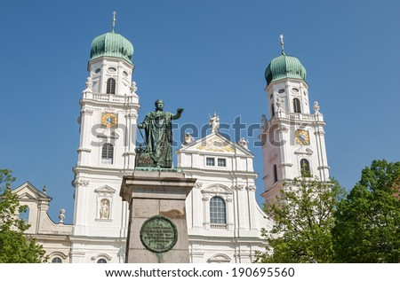 """The historic dome """"Sankt Stephan"""" of Passau in Bavaria - stock photo"""