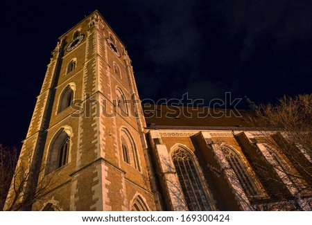 """The historic minster """"Liebfrauenmuenster"""" of the city Ingolstadt in Bavaria at night - stock photo"""
