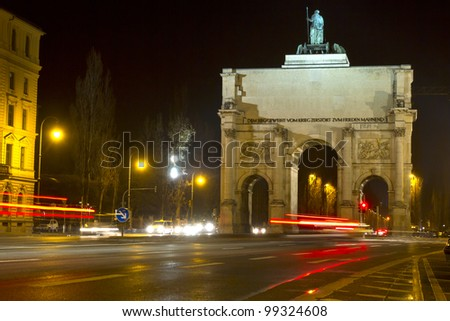 """The historic """"Siegestor"""" in Munich, Germany, at night - stock photo"""
