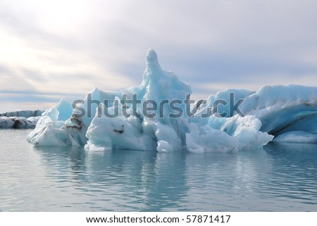 the ice in the glacier lagoon