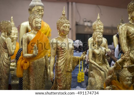 The image of a golden Buddha statue with gold leaf pasting multiple elements.