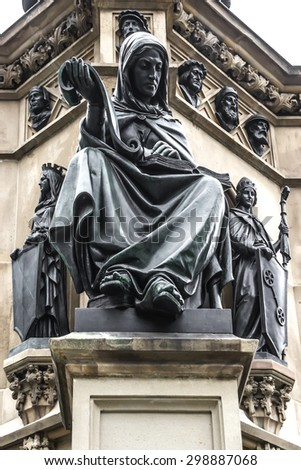 The Johannes Gutenberg monument on the southern Rossmarkt (1854 - 1858, by sculptor Eduard Schmidt von der Launitz). Johannes Gutenberg - inventor of book printing. Frankfurt am Main, Germany.