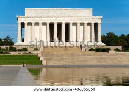 The Lincoln Memorial in Washington D.C. and its reflection on the famous nearby pool