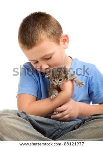 The little boy in blue T-shirt with a fluffy kitten. Photography in the studio.