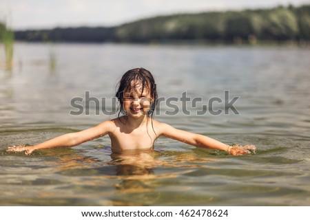 very little girl nud