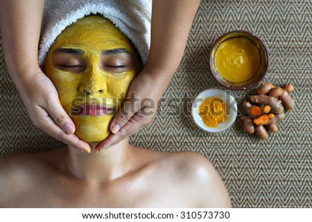 The mask with turmeric in spa.Turmeric is an herb that nourishes the skin and treat infections of the skin.