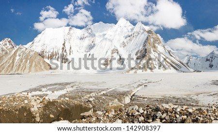 The mighty Vigne Glacier in the Karakorum Mountains, Pakistan