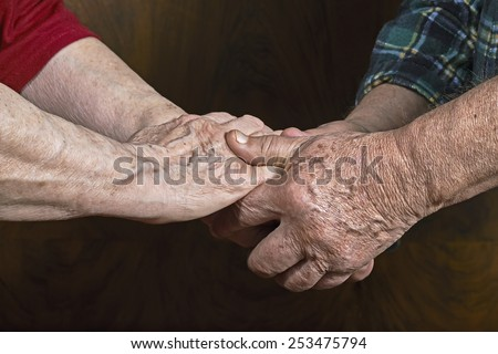 The old couple holding hands