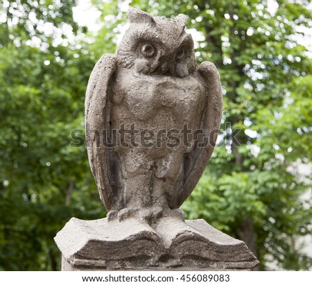 The one of fifty sculptures of owls that surrounds the College of Art in the city of Kaunas (Lithuania).