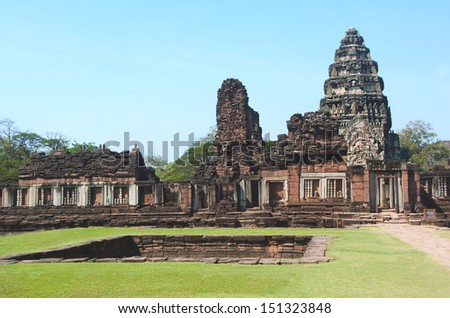 The Phimai historical park protects one of the most important Khmer temples of Thailand. It is located in the town of Phimai, Nakhon Ratchasima province.