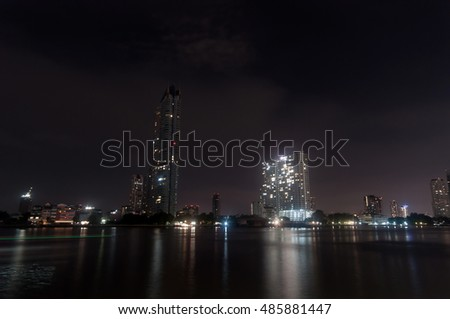 The picture shows a view over Bangkok's Chao Phraya river at night.