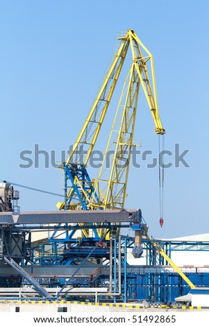 The port crane and infrastructure
