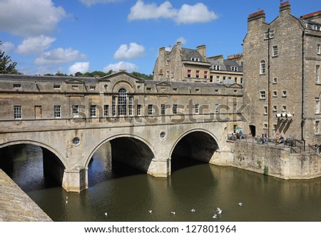 The Pulteney Bridge over the River Avon in Bath, UK