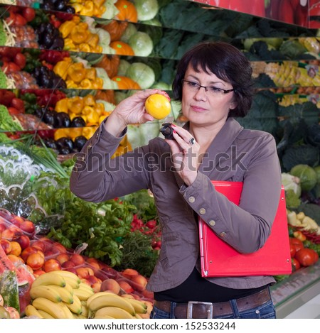 The quality control of fruit and vegetables in a shop