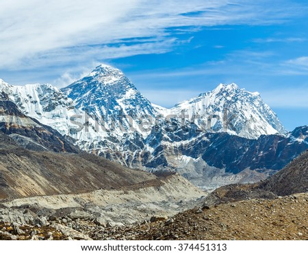 The ridge Mahalangur Himal with Mount Everest (8848 m). View Gokyo glacier near Thopak Tsho (4990 m) - Nepal, Himalayas