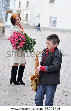 The saxophonist and woman with flowers