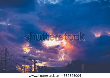 The silhouette of the city skyline during sunset, expressive sky, nature background