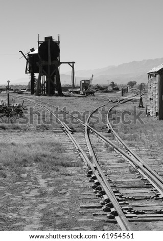 Southern Pacific turntable, water and oil tanks at Laws, California ...