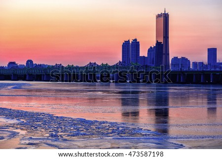 The sun sets behind the skyscrapers of Hangung river in seoul,South Korea