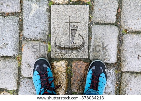 The symbol of a boat on the paving tile