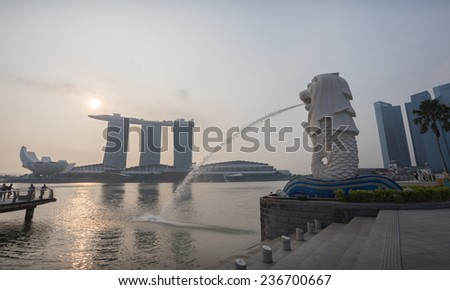 the symbolic of Singapore, calls merlion the most favorite place for travel there at sunset