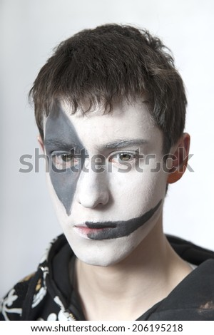 The theatrical elements of a young man with body art