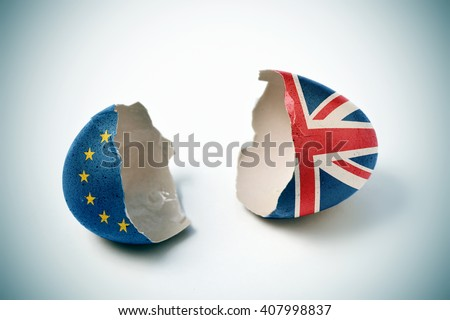 the two halves of a cracked eggshell, one patterned with the flag of the European Community and the other one patterned with the flag of the United Kingdom