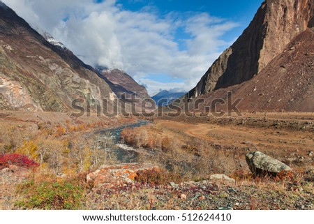 The valley of the river Chulyshman, mountain pass katu Yaryk. The Altai Republic