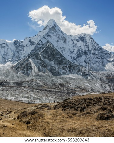 The view from the Chhukhung Ri on the Ama Dablam (6814 m) on a sunny day - Everest region, Nepal, Himalayas