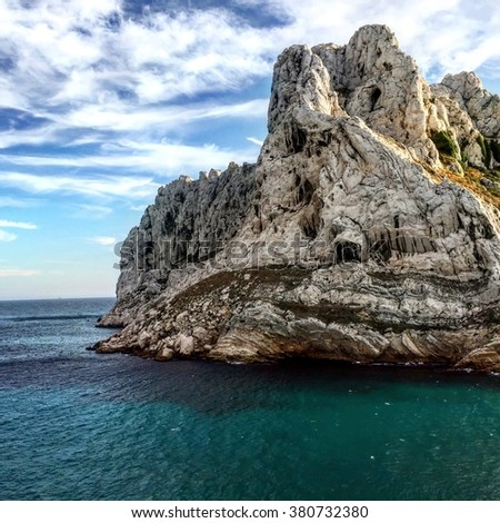"""The view since Goudes towards the  """" île Maire """", in Marseille. - stock photo"""