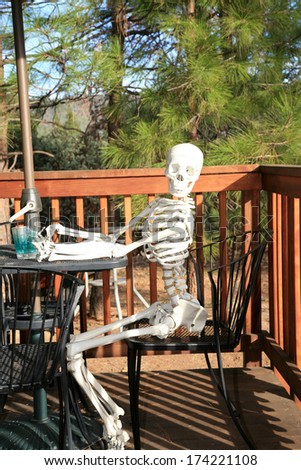 The Worlds Worst Restaurant Service. A customer slowly dies of starvation while waiting for his waiter or waitress at an outdoor caf�© or bead and breakfast. Service so slow he starved to death! - stock photo