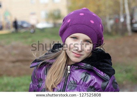 The young girl is posing in the park