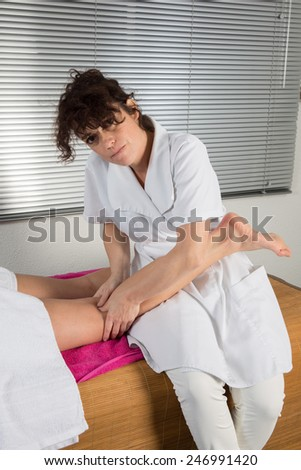 Therapist based on points of Chinese acupressure to relieve pain