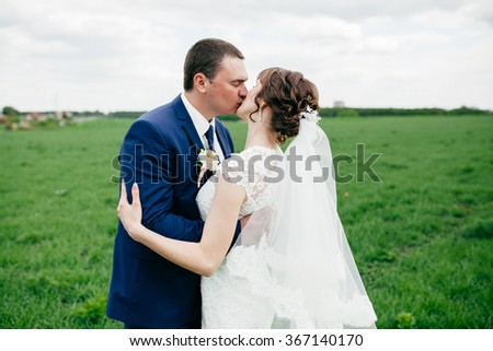 These romantic moments of wedding couple