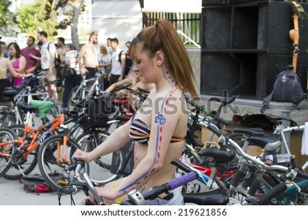 riding-motorcyvles-naked-sexy-dick-sucking-teens