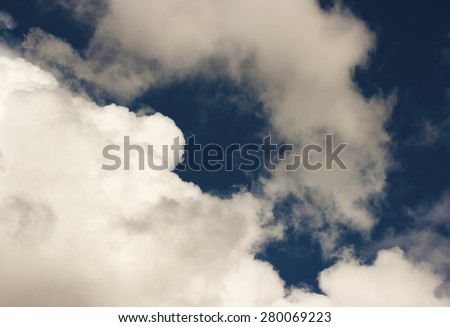 thick white cloud in the blue sky on sunny day