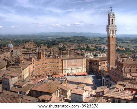 This is one of Italy's most famous squares, and the one with the most original shape. Piazza del Campo stands on the site that was once an ancient Roman forum, opposite Palazzo Pubblico.