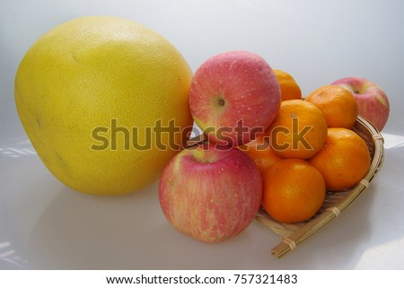 This is the fruit combination of apples, grapefruit and orange.
