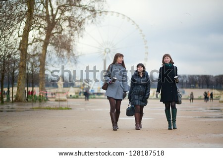 Three girls walking in the Tuileries garden
