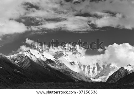 tibet: mount everest in black and white