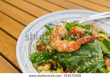 Tiger prawn tomato salad with sesame and corn