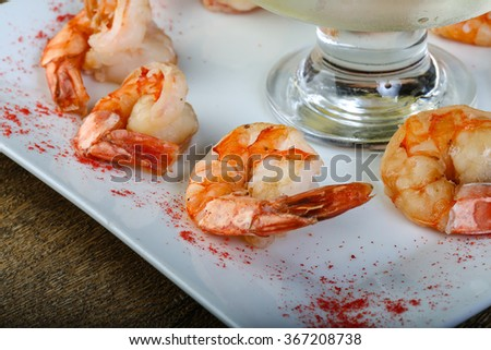 Tiger prawns with lemon water for wash - stock photo